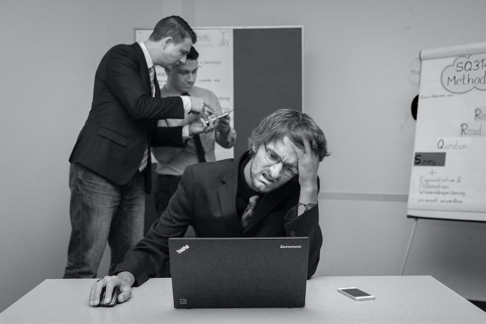 man-met-corporate-hoofdpijn-klein.jpg#asset:520